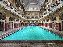 Escape Abandoned Pool